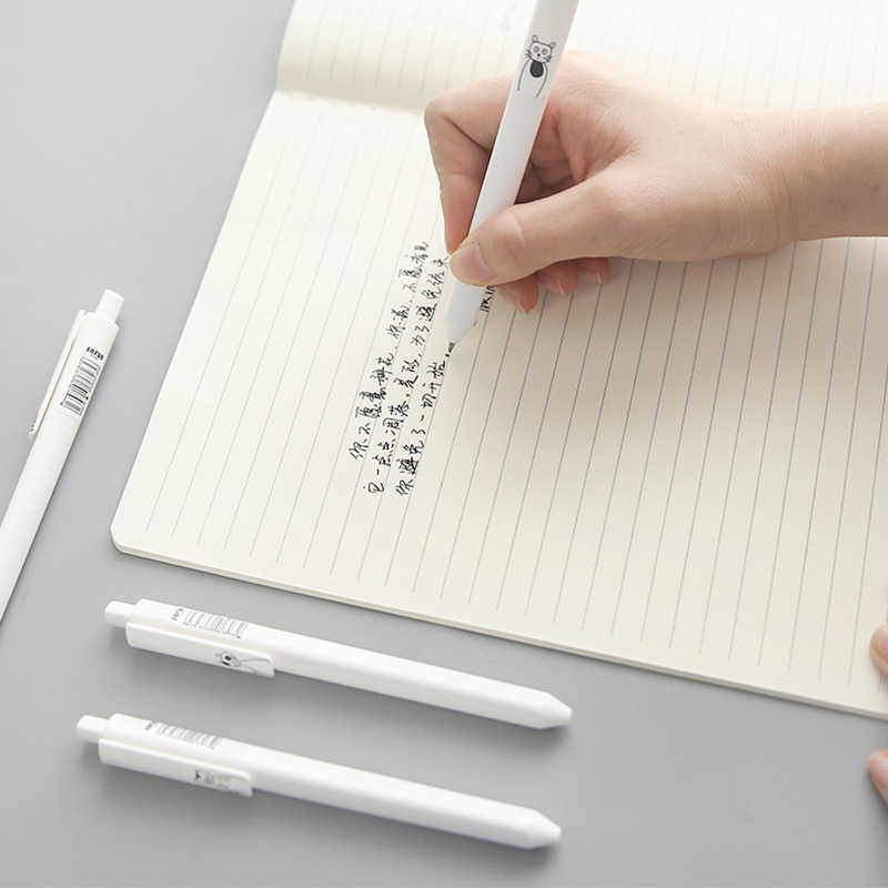 6 adet/grup Sevimli Japon Karikatür Kedi Jel Kalem Üçgen Tasarım 0.5mm Siyah renkli mürekkep Tükenmez Kalem Okul Ofis Yazma Kırtasiye
