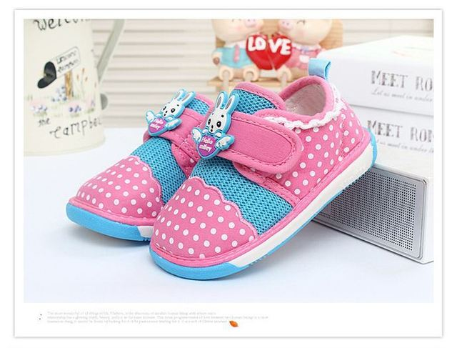 Primeros zapatos del caminante de los bebés / del niño de fondos blandos zapatos niños Polka Dot del acoplamiento de los niños lona de los zapatos ocasionales
