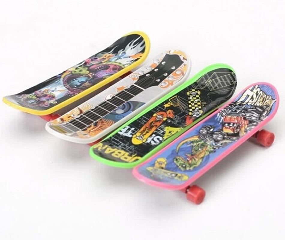 10pcs Mini Finger Skateboard Fingerboard Mini Skate Plastic Stents Scrub Finger Scooter Skate Boarding Game Toy Random GIFT