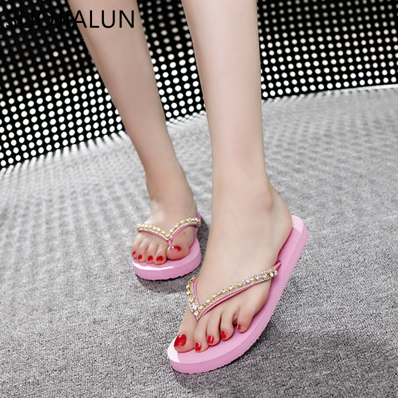 SUOJIALUN Summer Women Flip Flops Fashion Crystal Beach Lady Slippers Female Sandals Flat Heel Casual Outdoor Slides Shoes covoyyar 2018 fringe women sandals vintage tassel lady flip flops summer back zip flat women shoes plus size 40 wss765