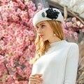 Britischen Frauen Baskenmütze Wolle Hut Schwarz Weiß Winter Fühlte Warm Caps Französisch Künstler Feder Berets Femme Stewardess Hüte Fedoras