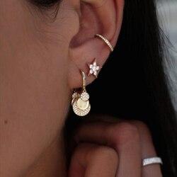 Huggie hoop com charme redondo brinco para as mulheres europeu moda jóias micro pave cz disco dots brincos encantadores