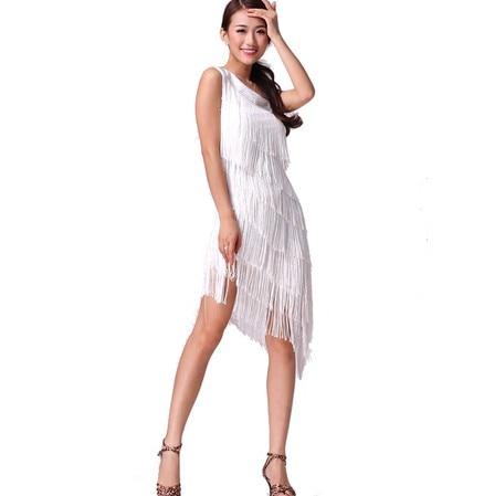 Vestida de blanco salsa