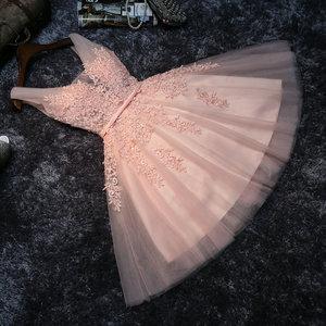 Image 2 - Elegante Parel Roze Prom Dresses 2020 Sexy Prom Jurk Korte V hals Applicaties Kralen Lace Up Knielange Afstuderen partij Jassen