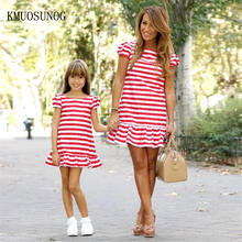 цена на 2019 Mom and daughter dress striped mother daughter dresses Short sleeve Girl big sister family look matching clothes C0255