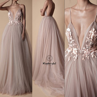 Fashionable Tulle Prom Dress Long Sexy Backless Deep V neck Appliques Evening Dress Spaghetti Strap Party Gown