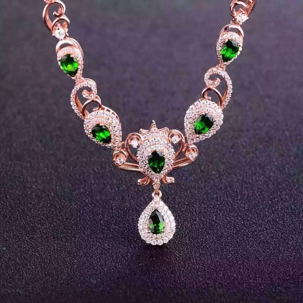 Hijau Diopside Alami Kalung Batu Permata Alam Liontin 925 Wanita Golden Butterfly Stainless Steel 316l 001 Sepotong Mewah Trendy Crown Partai Fine Jewelry