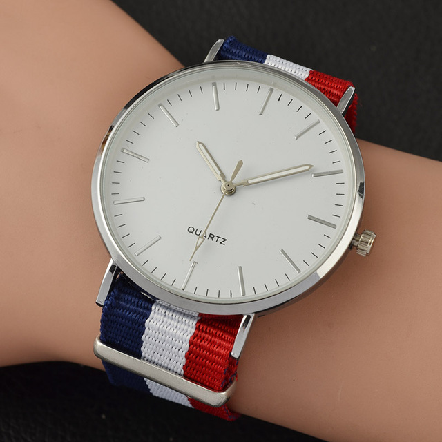 2018 New Casual and Fashion Quartz Watch with Multicolor Nylon Cloth Watchband W