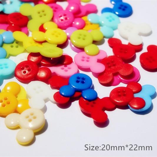 Livraison gratuite bouton boutons quatre couleurs bonbons couleur enfants  bande dessinée Mickey boucle bricolage fournitures de couture 3782bdc2856