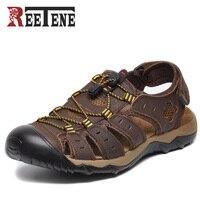 Barato REETENE talla grande 38-47 sandalias de Hombre Zapatos de verano de moda de cuero genuino zapatillas de hombre sandalias transpirables zapatos Casuales