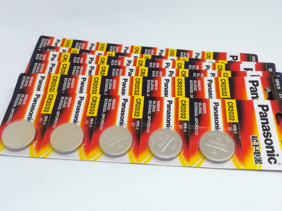 40PCS/LOT New Battery For <font><b>Panasonic</b></font> CR2032 <font><b>2032</b></font> 3V Button Cell Battery Coin Batteries For Watch Computer Free Shipping image
