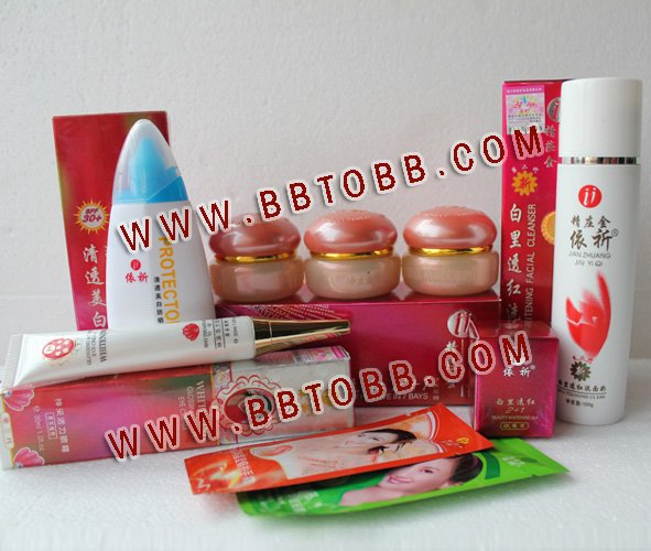 YiQi Beauty Whitening 2+1 Effective In 7 Days (Golden cover set)+Yiqi Sunblock+Yiqi  Whitening Glossing Active Eye CreamYiQi Beauty Whitening 2+1 Effective In 7 Days (Golden cover set)+Yiqi Sunblock+Yiqi  Whitening Glossing Active Eye Cream