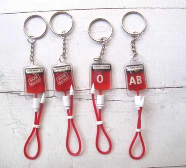 Nuova vendita al dettaglio 1 pcs Popolare di Sangue PVC Pacchetto Portachiavi Tasti sacchetto misto di UN B O AB Regalo P-8