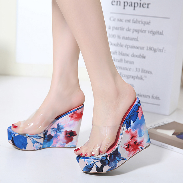 a82b5ee40a0f7 2017 Verano zapatos transparentes de tacón alto zapatillas de playa de las  mujeres Sandalias de Plataforma ...