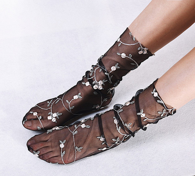 2 Colors Women's Candy Embroidery Flowers Socks 2