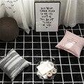 Ковер в черно-белую полоску с принтом в скандинавском стиле  чайный столик для гостиной  диван  прикроватная тумбочка для спальни  прямоугол...