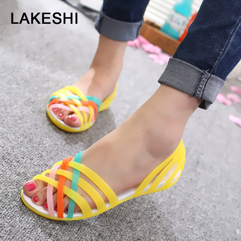 цена LAKESHI 2018 New Jelly Sandals Rainbow Candy Color Women Sandals Peep Toe Summer Beach Sandals Croc Jelly Shoes Woman Flat Shoes в интернет-магазинах