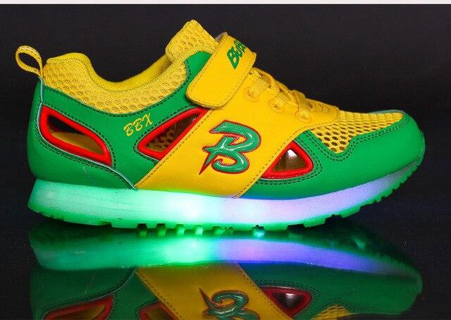 2016 European fashion muchachas de los zapatos de luz LED de alta calidad zapatos de los niños B letras frescas zapatillas de bebé zapatos de bebé lindos