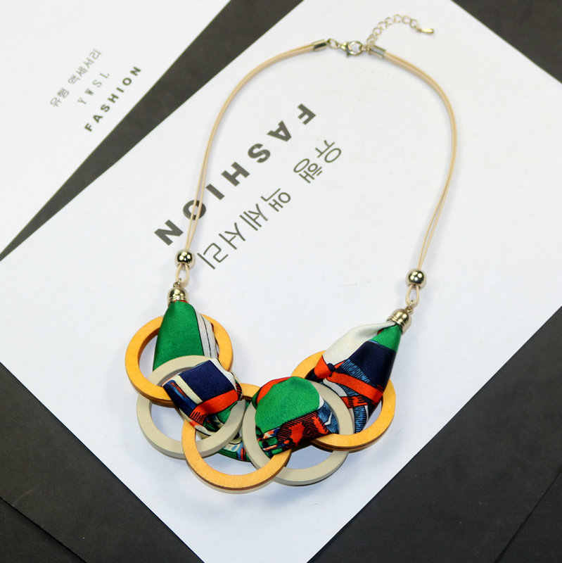 Personality New Woman Necklaces Geometric Wood Big Circle Fabric Pendant Short Sweater Rope Chain Necklace Fashion Accessories