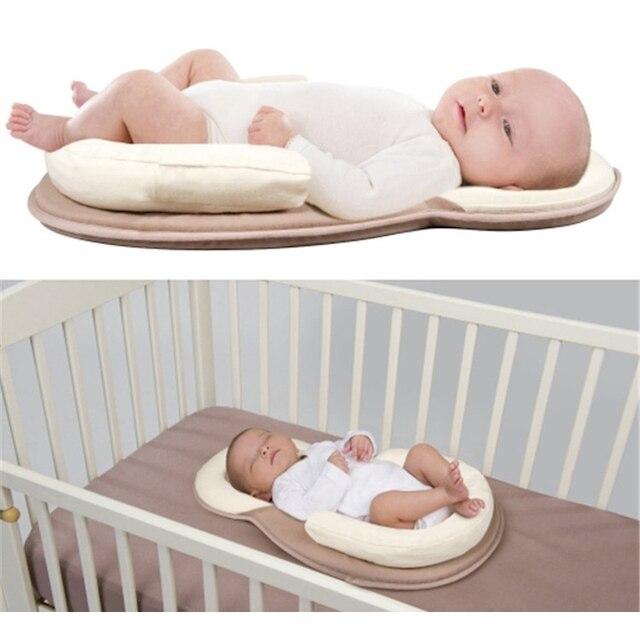 ca9254d2e77 US $18.39 8% OFF|Pasgeboren Baby Draagbare Co Slapen Wieg Zuigeling Slaap  Mat met Kussen Bescherming Veilig Cot Matras Baby Jongen Meisje Bed cuna ...