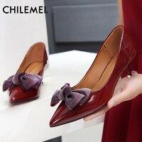 משקפיים 2018 חדשים הצביע סנדלי נעלי נשים גרסה קוריאנית פראי עור פטנט קשת נעלי צד נשיים עקבים גבוהים משאבות נעליים