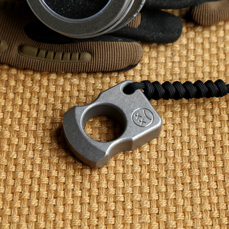 EDC Titanium Alloy Multipurpose Single Holes Tools Meteorite Keychain Outdoors Broken Window Self-defense Ring Tools