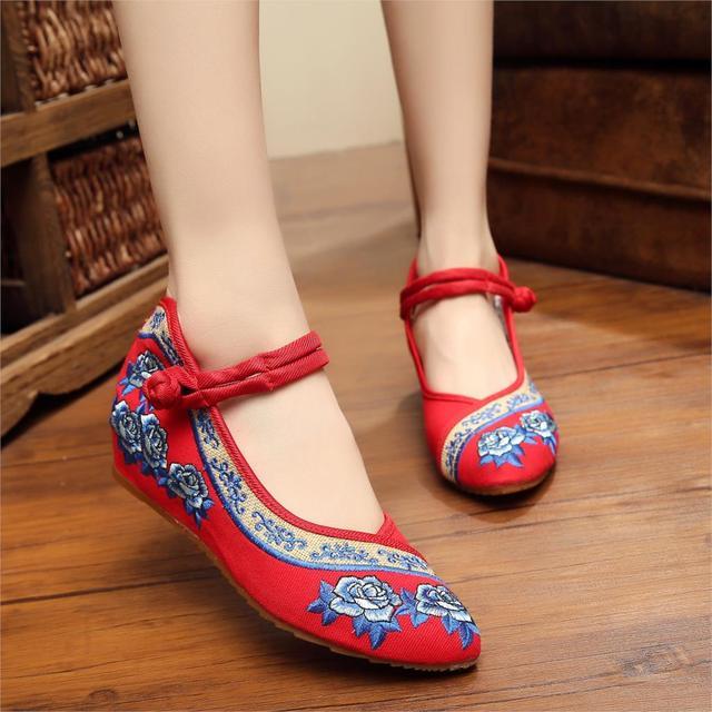 2016 Nova primavera apontou velha Pequim sapatos de singles das mulheres Subiu bordado sapatos sapatas de lona ocasionais inclinação de Dança Sapatos 35-41