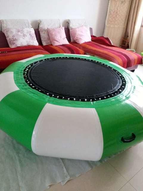 aufblasbare trampolin mit rutsche aufblasbare trampolin aufblasbare wasserspielzeug f r. Black Bedroom Furniture Sets. Home Design Ideas