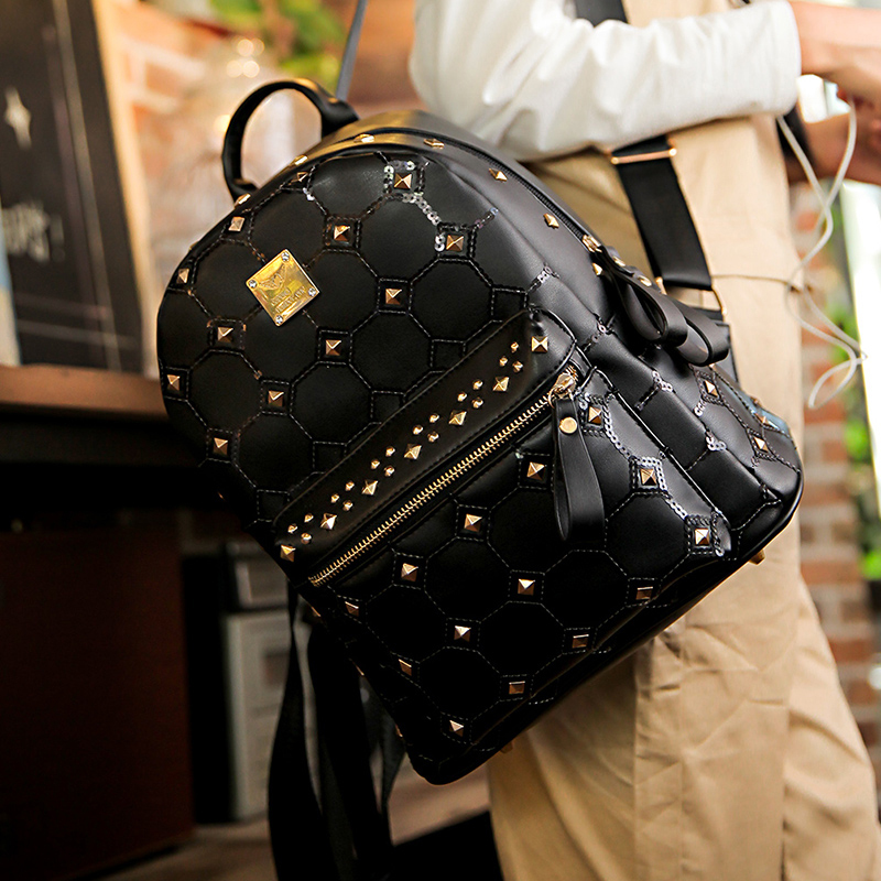 In autumn 2017 Korean new Shoulder Bag Backpack rivets sequins personality street fashion bag