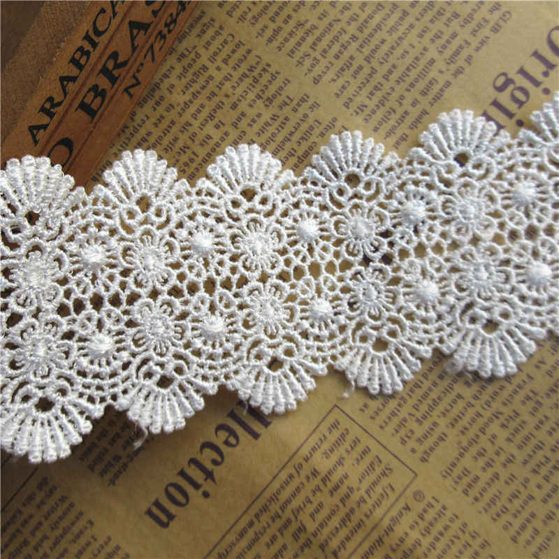 """Vintage Trim White /& Red Embroidered 5//8/"""" Scalloped Trim by the Yard Germany"""