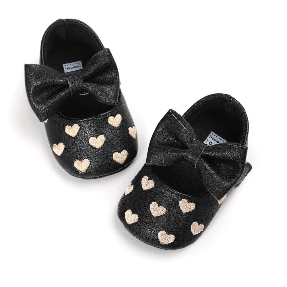 23e33ae69fec0 Bébé filles doux Chaussures arc amour infantile bottes en cuir tout-petits  Nouveau-Né enfants Mocc Première Marcheurs Bébé enfants Mocassins haute  qualité