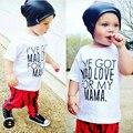 Baby boy одежда 2017 летние дети комплект одежды футболка + брюки костюм письмо Печатные Одежда Для новорожденных случайные костюмы MBC002