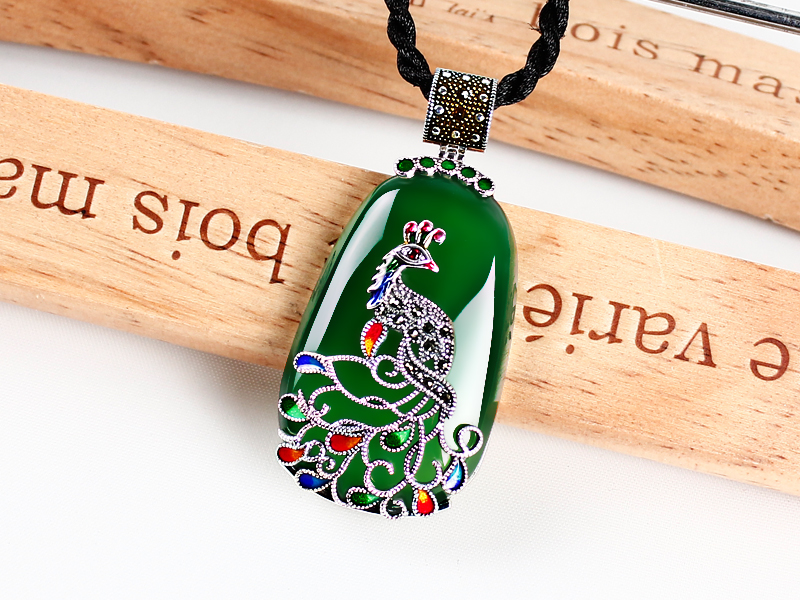 Thai silver green chalcedony Agate Pendant Pendant Chain peacock sweater women 925 silver jewelry ethnic wind bracelets men and women decorations green agate 925 silver ball duobao string original jewelry