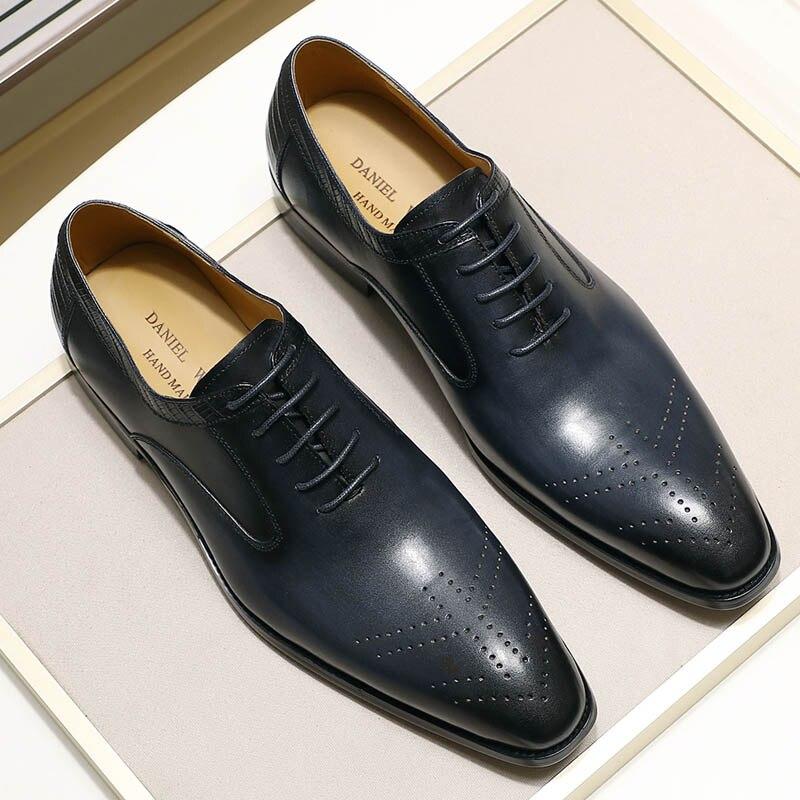 Ayakk.'ten Resmi Ayakkabılar'de 2019 Yeni Hakiki Deri erkek Elbise Ayakkabı El Yapımı Ofis Iş Düğün Mavi Siyah Lüks Dantel Up Resmi Oxfords Erkek ayakkabı'da  Grup 1