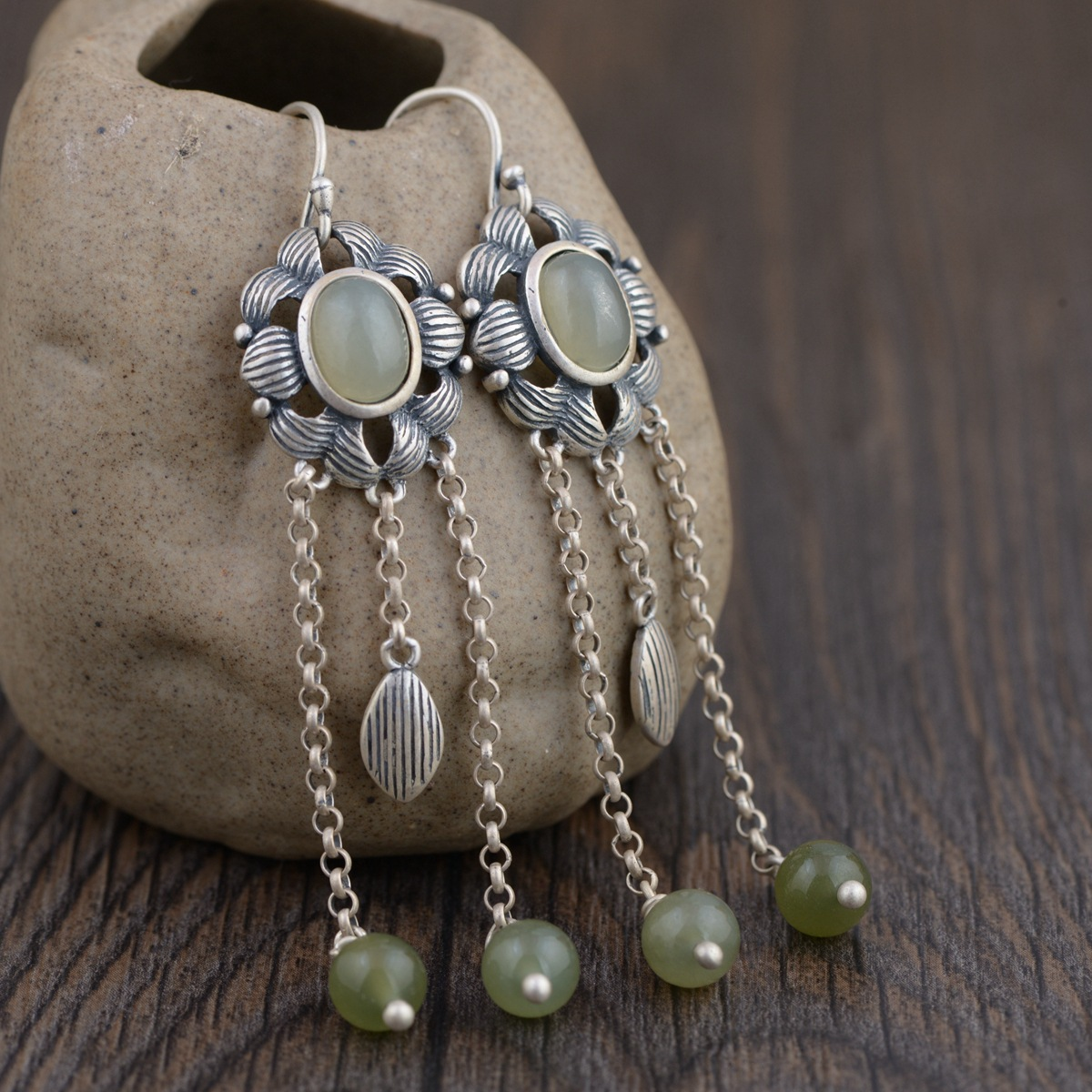 wind female first act the role ofing is tasted Blooming flowers with hetian  tassels eardrop Retro earrings wind female first act the role ofing is tasted Blooming flowers with hetian  tassels eardrop Retro earrings