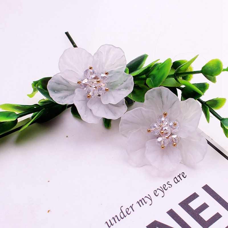 Grandes fleurs boucles d'oreilles femmes coréennes à la main en cristal acrylique exagéré couleur blanche boucles d'oreilles à la mode