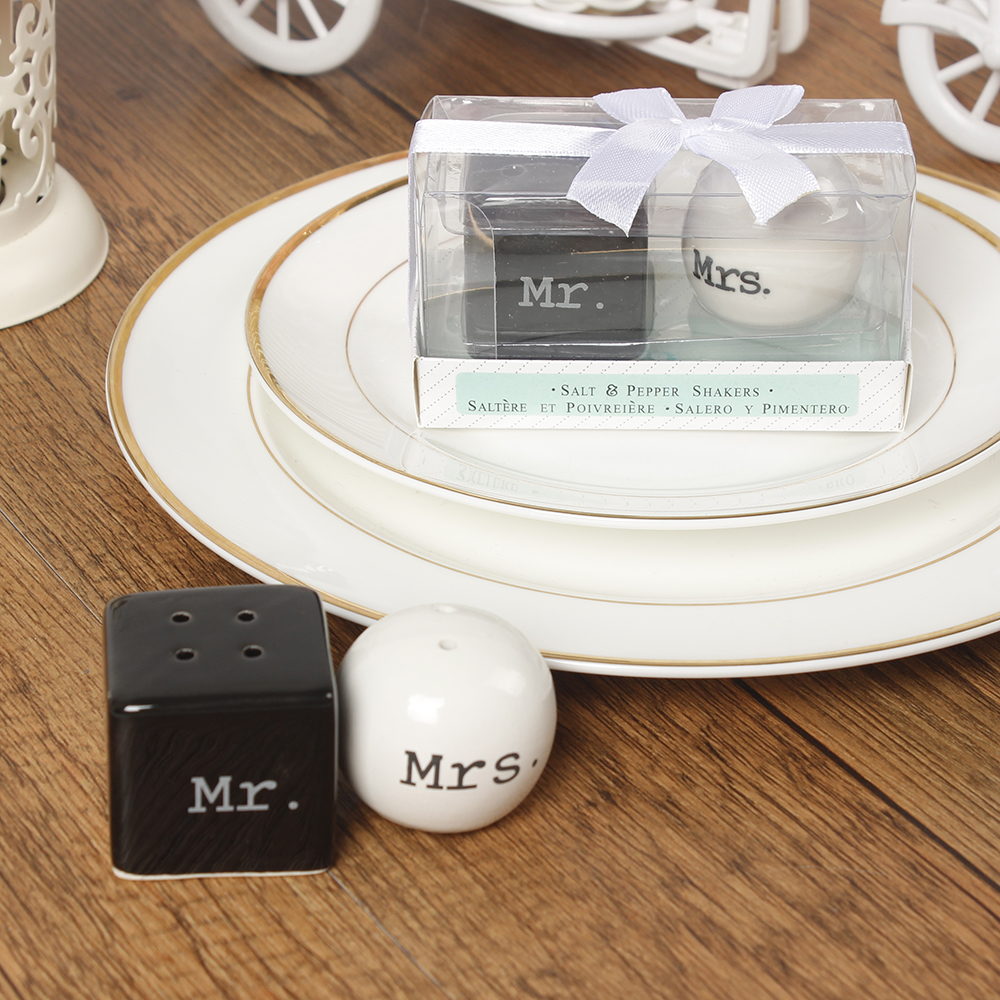 1Set Mr Mrs Ceramic Salt And Pepper Shakers Cute Pot Container ...