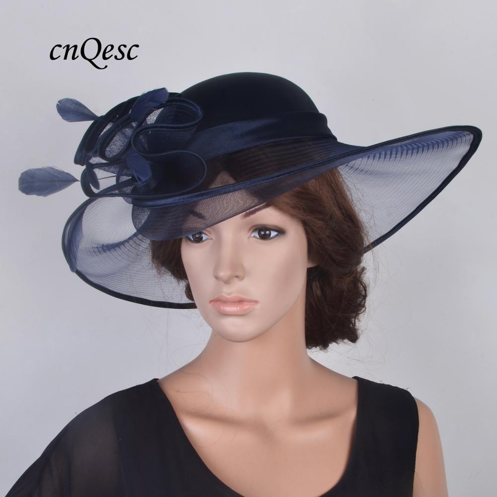 2019 nouveau hatinator bleu marine à large bord église chapeau satin Derby Ascot pâques thé fête chapeau Crin fascinator mariage chapeau w/plumes