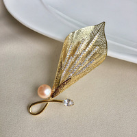 Luxury Crystal Flower Brooches for Women Natural Pearl Brooch Pins Jewelry for Female Wedding Rhinestone Scarf Accessories
