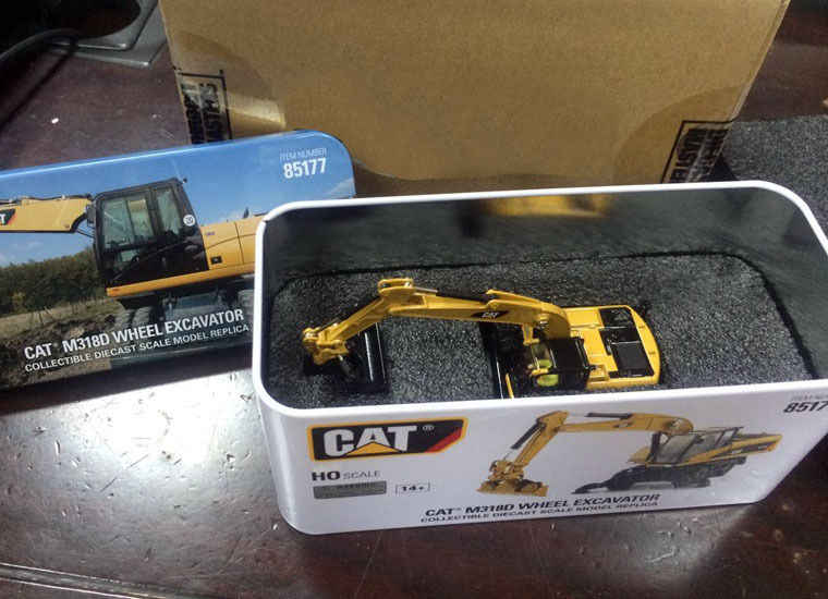 KOTAK baru-DM DieCast Masters-Kucing M318D Roda Excavator-HO Skala #85177