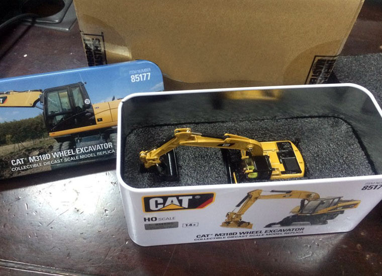 New BOX - DM DieCast Masters - Cat M318D Wheel Excavator - HO Scale - #85177 1 50 scale cat caterpillar 938k wheel loader by diecast masters dm 85228 new