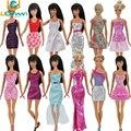 UCanaan Aleatoriamente Muito 20 Pcs = 10 + 10 Conjuntos de Moda Blusa roupa Calças Bermudas Calças Saia Roupas Vestido Para Boneca Barbie