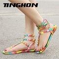 Tamanho 35-45 Novas Sandálias Gladiador Mulheres Sapatos Flats Rebites Multicolor Sandálias Fivela Sandálias 2017 Sandálias de Verão Casual e Elegante