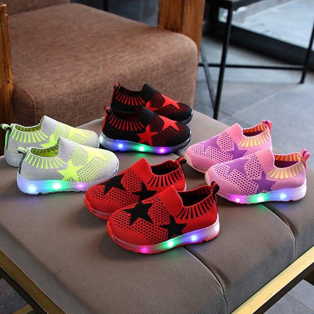 cf91b2e3 Calzado con luces LED a la moda para niños zapatos casuales con estrellas de  retazos para
