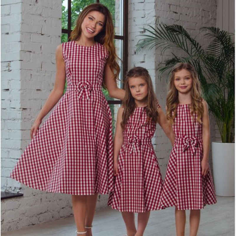 fc77fa569ec6b 2018 Brand New Mother Daughter Matching Dress Casual Long Maxi Dress Plaid  Sundress Bow Outfits Checked Family Summer Clothing