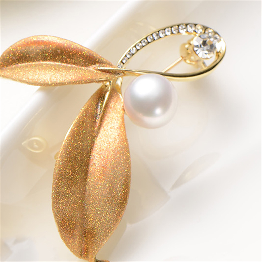 full bright. alloy zircon with 9-10mm pearl brooch pearl natural round Small bee