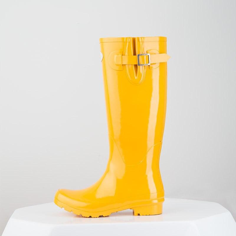 Hellozebra Femmes Bottes de Pluie Angleterre Lumière Genou Haute Mi mollet  Couleur Bonbon En Cuir Nubuck Chaussures D eau Automne Bottes En Caoutchouc  ... d6273e6b8573