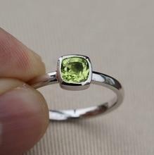 Solid 925 Sterling Silver & Natural Peridot stohovatelný prsten
