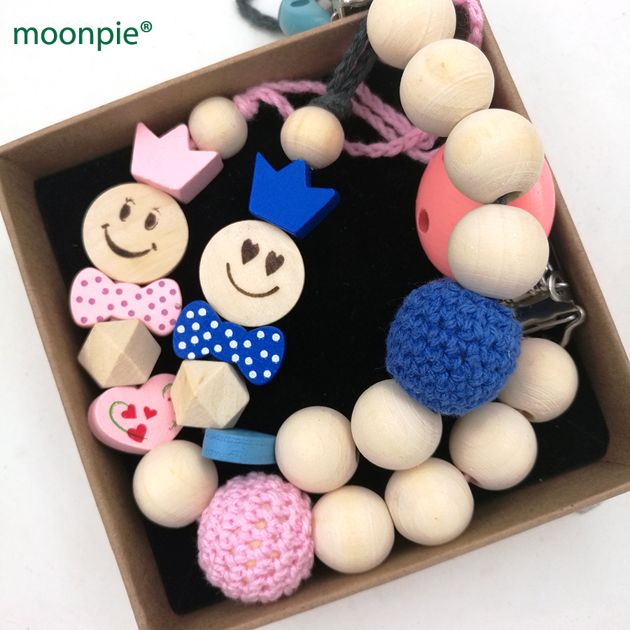 2 design EMOJ smile boy girl crown princess pink and blue crochet beads wood Teething pa ...