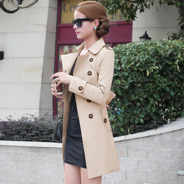 2016 Otoño estilo Británico de Las Mujeres Trench Coat Moda Delgado Corbatas Sólido Doble de Pecho medio-largo rompevientos Capas de Polvo femenina
